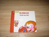 Bubbles-vindt-een-bal